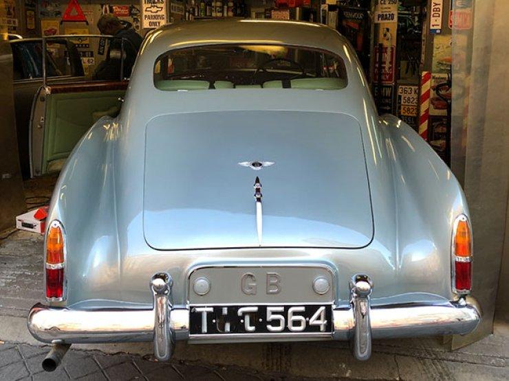 pose autoradio Bentley